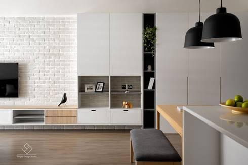 客廳端景牆:  客廳 by 極簡室內設計