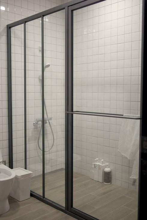 金屬框玻璃隔間:  門 by 日常鉄件製作所