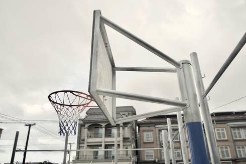 私家籃球場:  前院 by 日常鉄件製作所