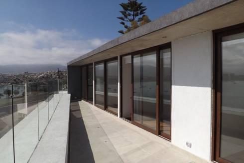 TERRAZA DORMITORIOS 2 PISO: Terrazas  de estilo  por arquiroots