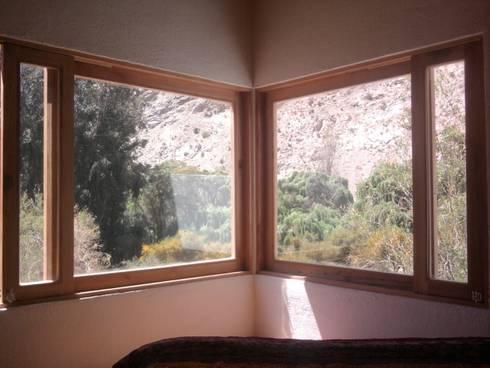 VENTANA DORMITORIO: Dormitorios de estilo rústico por arquiroots