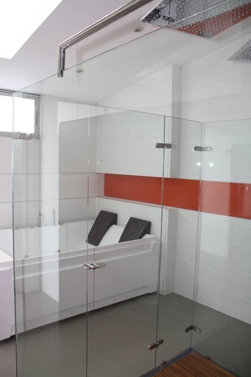 CASA MONTES: Baños de estilo  por RIVAL Arquitectos  S.A.S.