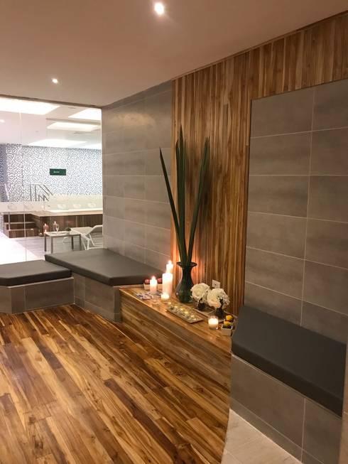 Zona de enfriamiento: Hoteles de estilo  por Diseñador Paul Soto