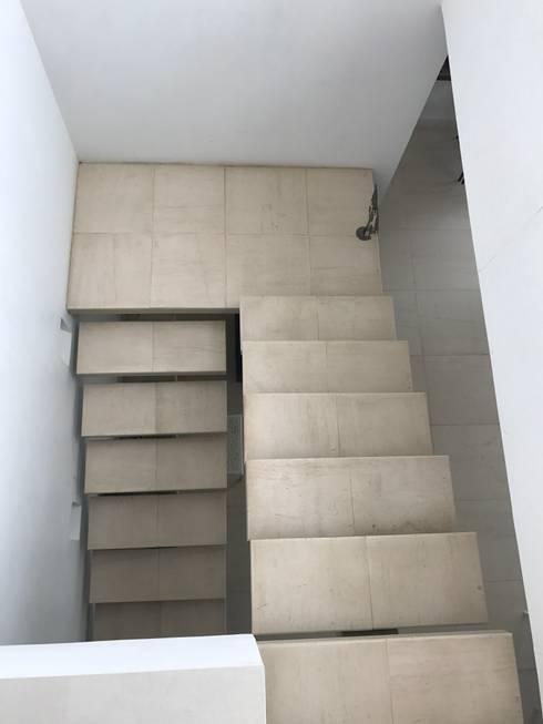 CASAS SIAMESAS ANAPOIMA: Escaleras de estilo  por RIVAL Arquitectos  S.A.S.