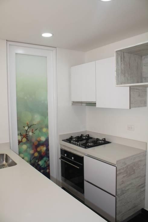 REMODELACION APARTAESTUDIO: Cocinas integrales de estilo  por RIVAL Arquitectos  S.A.S.