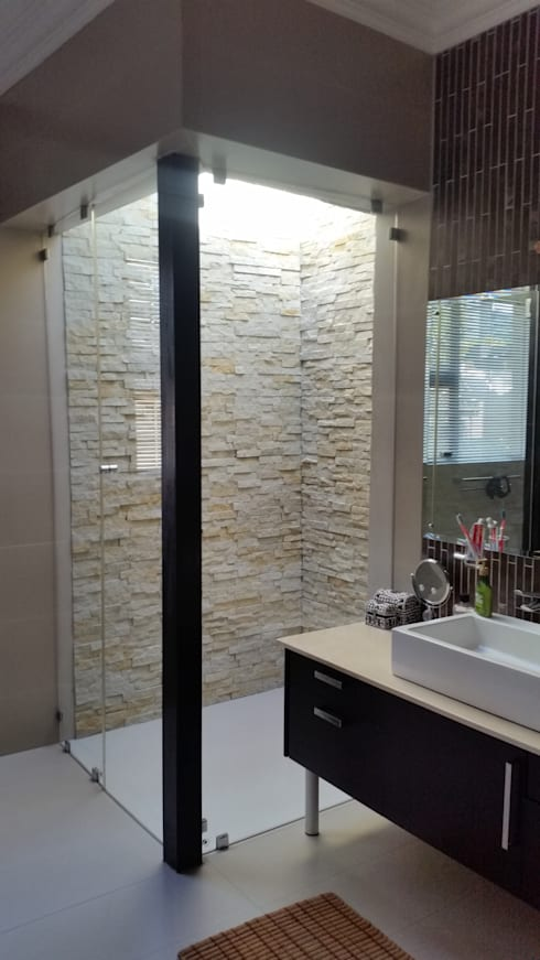 Walk in rain shower:  Bathroom by Stacy Steel Works and Renovations
