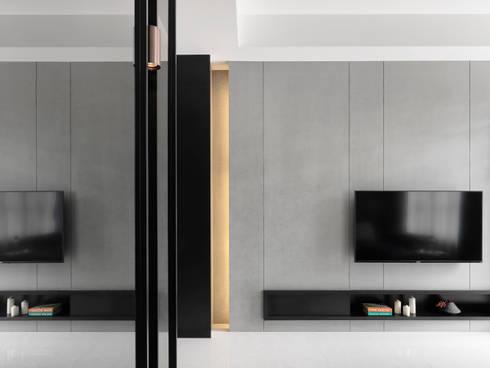 NEXT 1 :  客廳 by 夏沐森山設計整合
