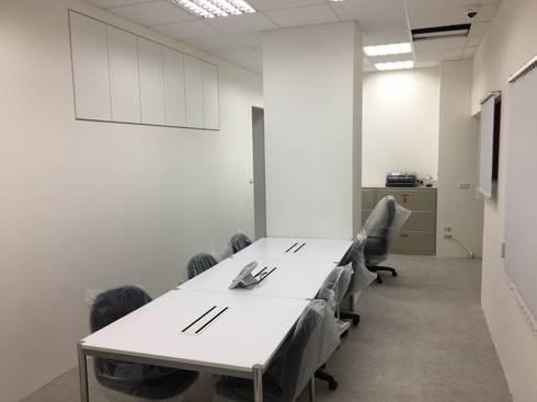 雄獅集團-旅天下:  書房/辦公室 by 捷士空間設計