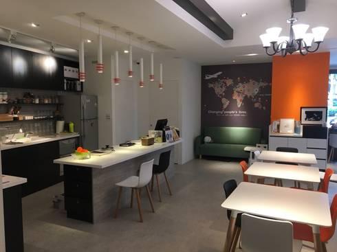 賀寶芙設計案 特色造型 大膽配色:  廚房 by 捷士空間設計