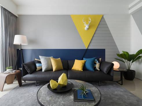 造型沙發背牆:  客廳 by 存果空間設計有限公司
