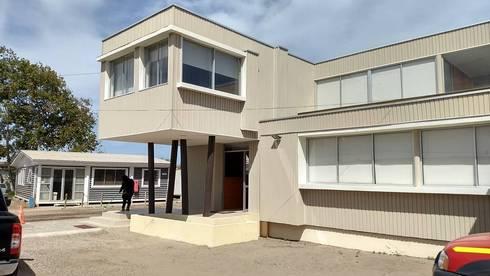 FACHADA FRONTAL : Casas de estilo moderno por arquiroots