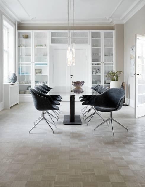 Mesa Monza e Cadeiras Adelaide: Sala de jantar  por BoConcept Lisboa