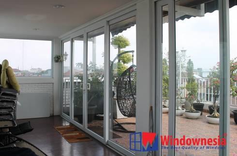 Pintu Sliding 4 Daun:  Garden  by PT. Podomoro Windownesia