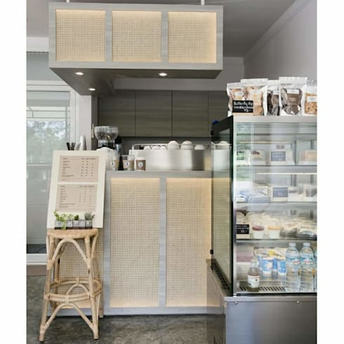 Coffee.counter:  ตกแต่งภายใน by INNHOMEDESIGNSTUDIO