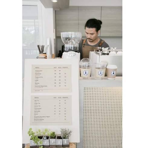 Coffee.station:  ตกแต่งภายใน by INNHOMEDESIGNSTUDIO