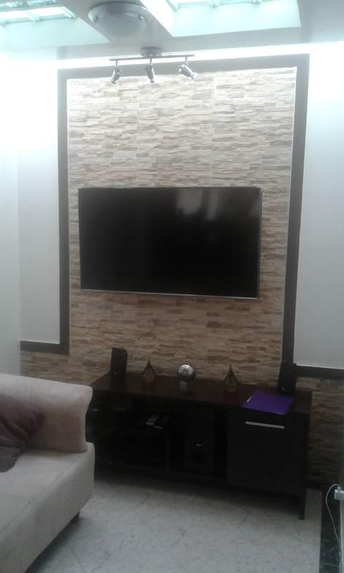 Casa Ceballos: Salas multimedia de estilo clásico por Trazos Studio SAS