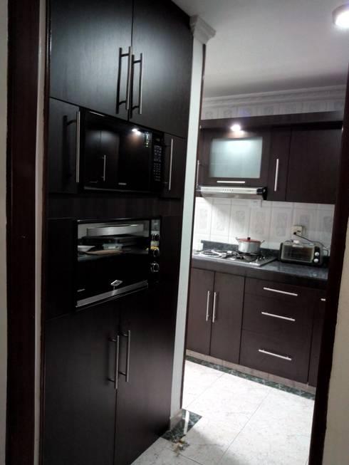 Casa Ceballos: Armarios de cocinas de estilo  por Trazos Studio SAS