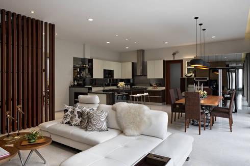 Tiara Residence:  Rumah tinggal  by BAMA