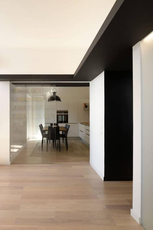 Roma, Garbatella - residenza privata: Soggiorno in stile in stile Moderno di Patrizia Burato Architetto