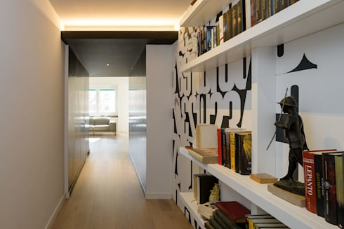 Roma, Garbatella – residenza privata: Ingresso & Corridoio in stile  di Patrizia Burato Architetto