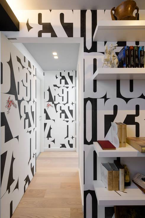 Corridor & hallway by Patrizia Burato Architetto