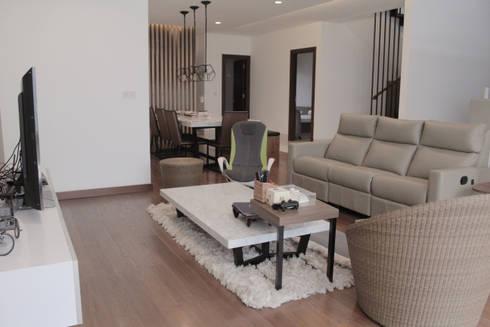 tropical Living room by SAE Studio (PT. Shiva Ardhyanesha Estetika)
