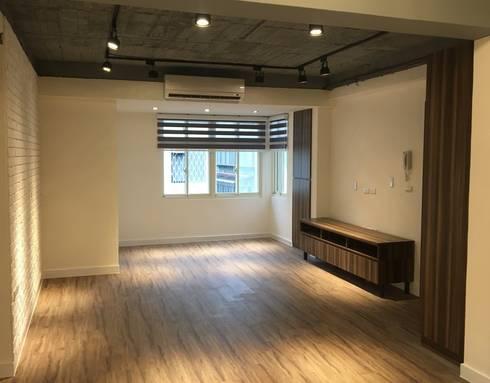 不釘天花板也能有好質感 連雲街設計案:  客廳 by 捷士空間設計