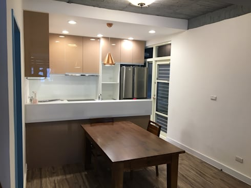 不釘天花板也能有好質感 連雲街設計案:  廚房 by 捷士空間設計