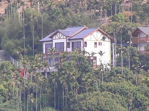 日式度假木屋:  房子 by 地興木屋有限公司