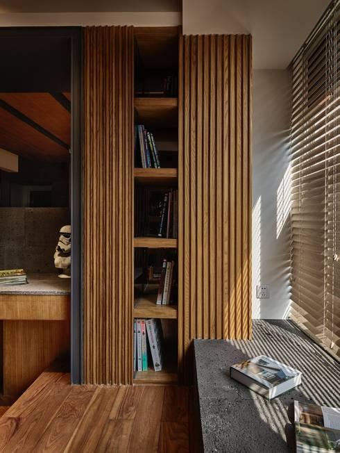 侘寂宅居:  書房/辦公室 by 大湖森林室內設計