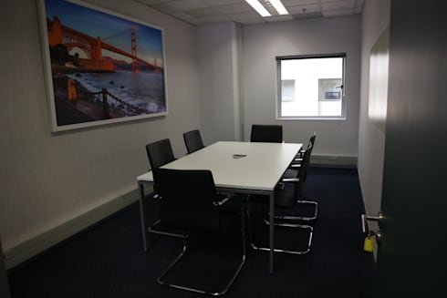 HRW Corporate Fit-out:   by Form Add Function