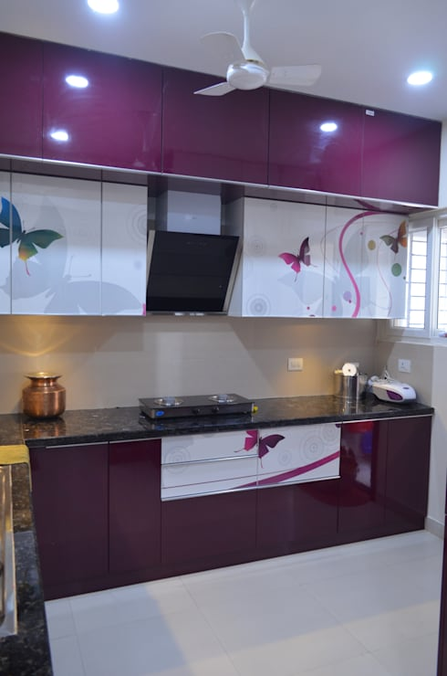 A SUMPTUOUS 3 BHK APARTMENT: modern Kitchen by Vdezin Interiors