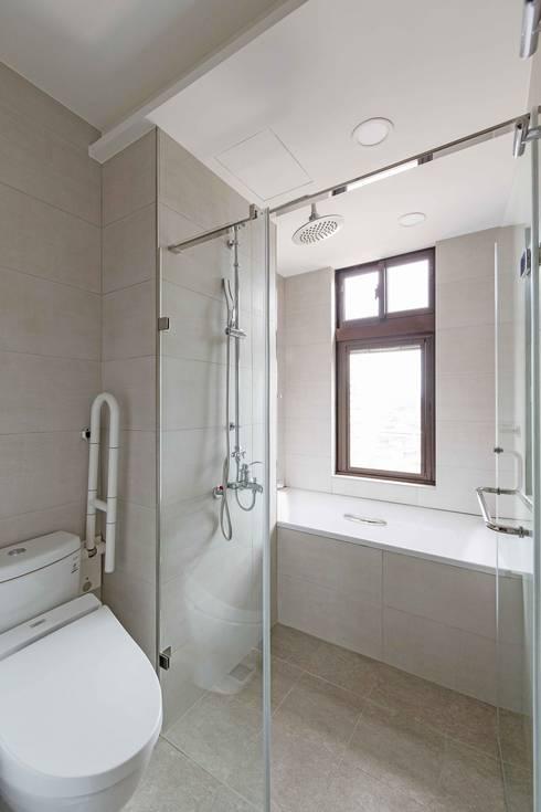 五彩法式:  浴室 by 文儀室內裝修設計有限公司
