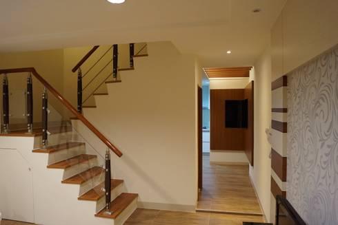 老屋修繕:  樓梯 by 利佳室內裝修設計有限公司