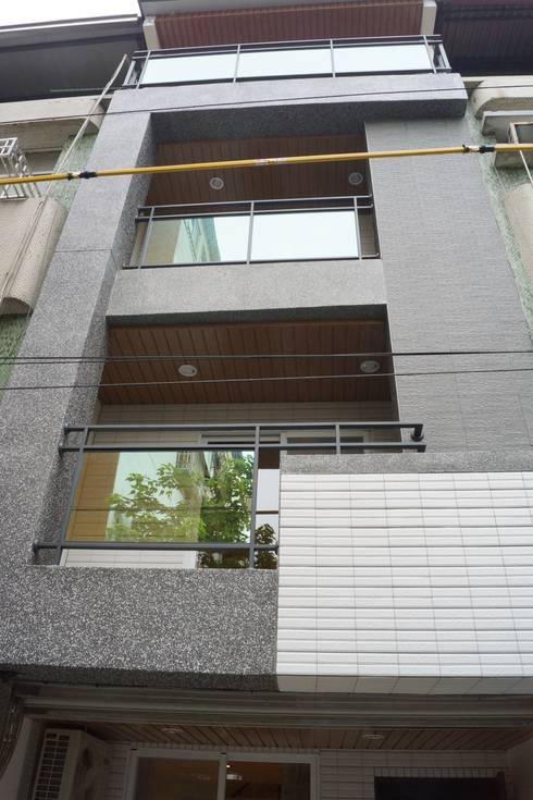 老屋修繕:  房子 by 利佳室內裝修設計有限公司