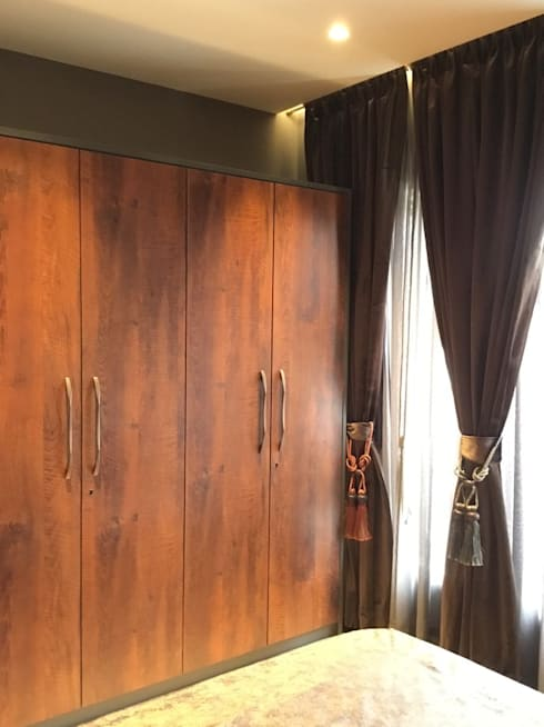 Dr.Bhavisha's Residence - Modern full interior renovation: modern Dressing room by Chawla N Associates
