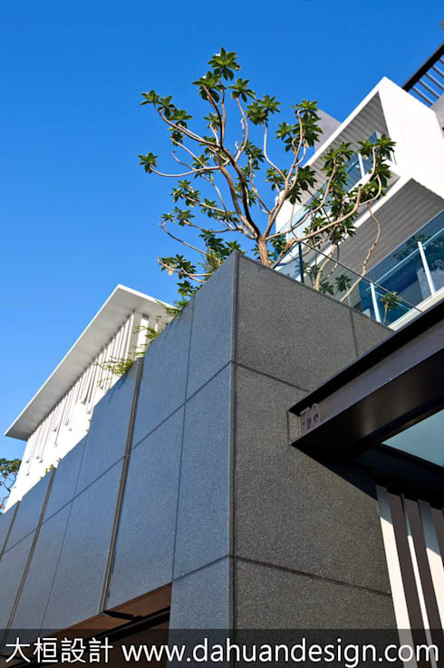 大桓建築設計   台中   晨曦:  房子 by 大桓設計顧問有限公司
