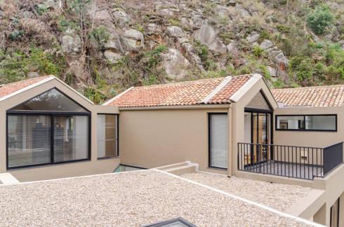 CASA EL ABRA: Terrazas de estilo  por ARCE S.A.S