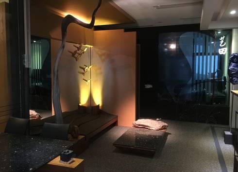 Fine Art Living: modern Living room by FINE ART LIVING PTE LTD