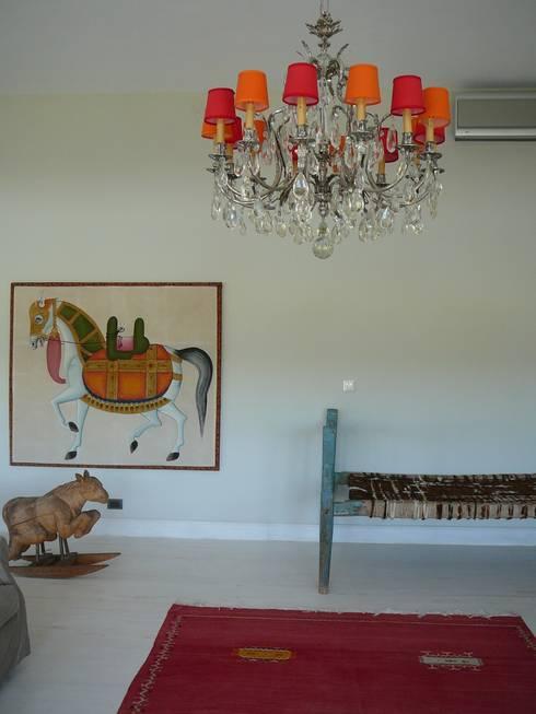 UN LIVING:  despojado y original: Livings de estilo  por Estudio Dillon Terzaghi Arquitectura
