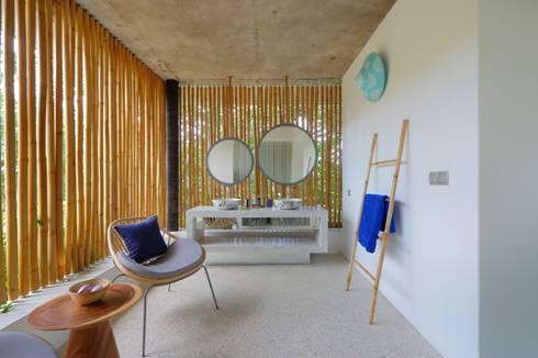Seascape Bathroom: tropical Bathroom by Word of Mouth House