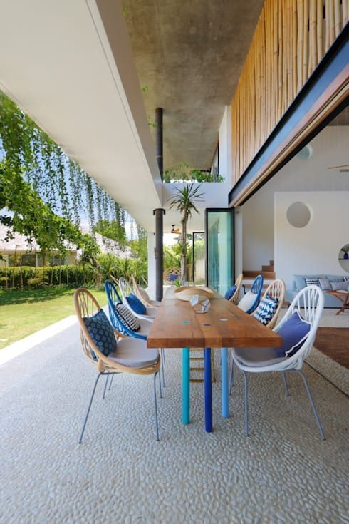 Seascape Dining area: tropical Dining room by Word of Mouth House