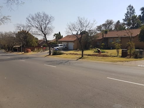 Boundary wall in Sunninghill Johannesburg:   by PTA Builders And Renovators