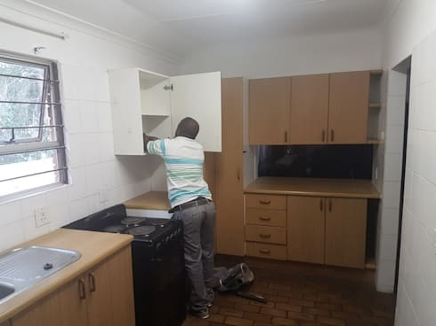 Kitchen renovation in Faerie Glen Pretoria East:   by PTA Builders And Renovators