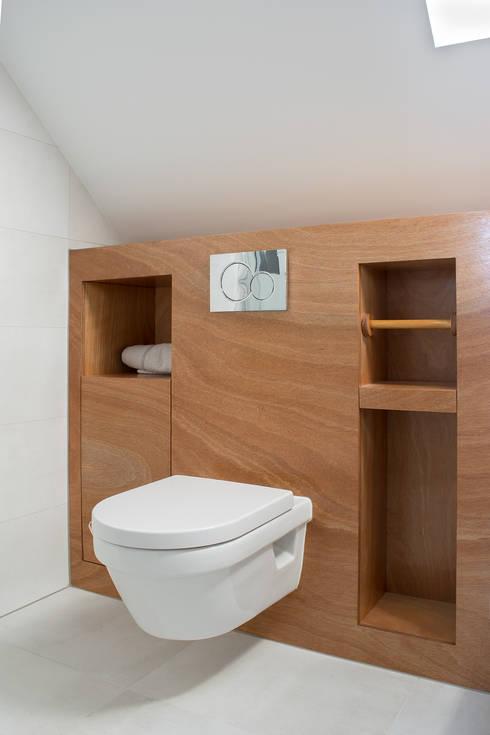 https://images.homify.com/c_fill,f_auto,q_auto,w_490/v1528379982/p/photo/image/2588637/interior_design_badkamer_meubel_op_maat2.jpg