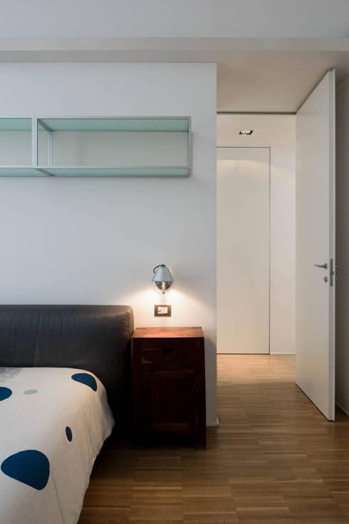 Roma, San Pietro – residenza privata: Camera da letto in stile in stile Moderno di Patrizia Burato Architetto