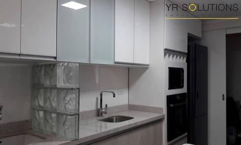 Remodelación Cocina Escardo: Cocinas de estilo moderno por YR Solutions