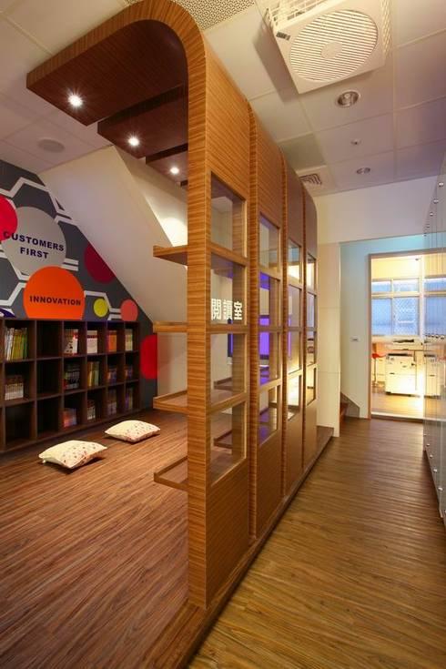喬立世紀觀-廖公館:   by 築采設計 - Leve Interior Architects