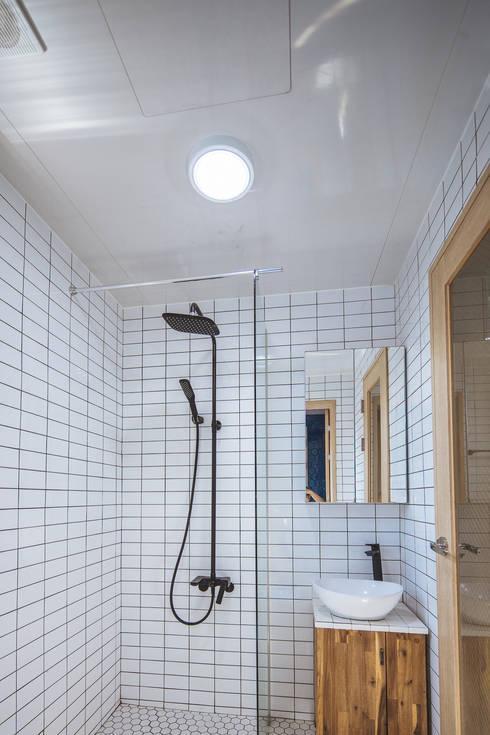 아늑_아늑: AAPA건축사사무소의  욕실