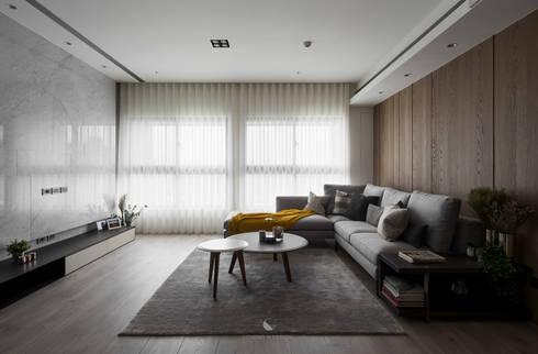 簡‧形體:  客廳 by 橙羿設計有限公司